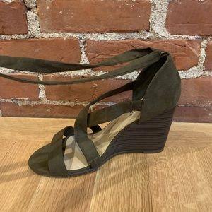 """Olive Shoe Sazzle Wood Wedges 3"""" NWOT Size 11"""